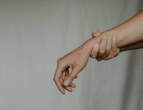Is Your Hand and Wrist Hurting? Here Are 5 Possible Reasons